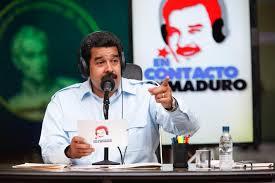 """El programa semanal """"Contacto con Maduro"""" en diciembre 2015. La sobre-exposición vino con las horas de cadena nacional y diversos actos transmitidos en los canales oficiales o afines, cada vez que el presidente protagonizaba algún evento de dádivas, inauguraciones o promesas, promocionando los candidatos a diputados del PSUV."""